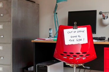 "Employee leaves note on back of office chair: ""Out of Office. Gone to The Gym!"""